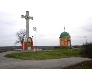 krest-i-chasovnya-na-meste-nikolskoj-cerkvi